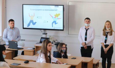 """Ученици от VIII """"Б"""" клас с открит урок на тема """"Фалшиви новини и дезинформация"""""""